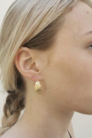 Boucles d'oreilles demi-créoles plume